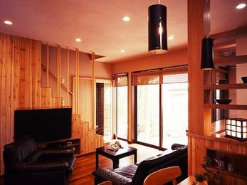 建具から階段にいたるまでデザインにこだわり、落ち着く空間となりました。