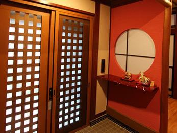 玄関スペースは既存を十分に活かしつつ、雰囲気がガラッと変わり、デザイン性の高い空間となりました。