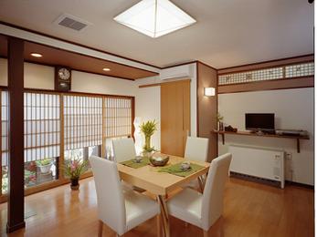 居間がとても明るくなり、寒かった居間も蓄暖でとても快適になりました。