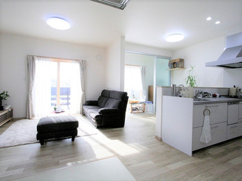 明るく開放的でコンパクトな家になり、将来も安心です。